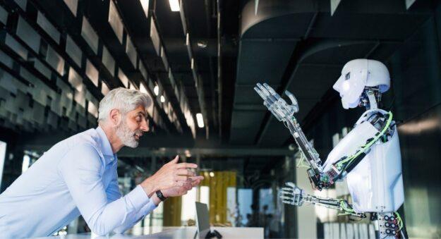 Los robots hacen que las personas sean más felices, según un estudio